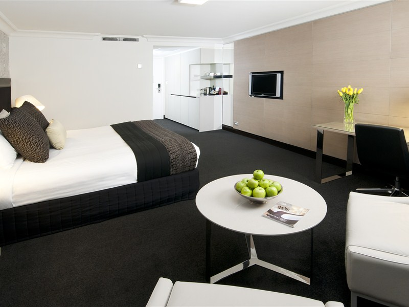 ATDW_Large_Landscape__9093061_AS45_Pullman_Premium_Room_2