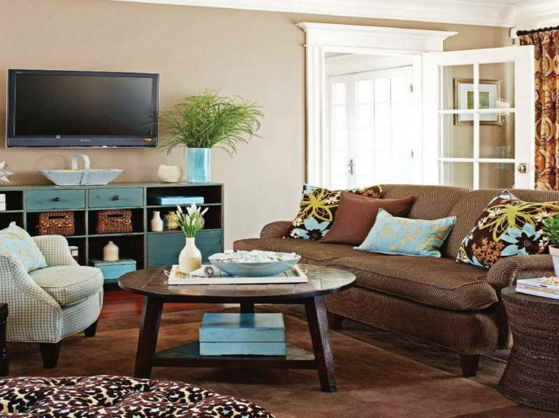 Creative-Coffee-Table-Decorating-Ideas-with-brown-carpet